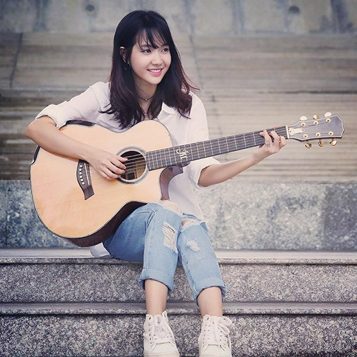 """Cô nàng có niềm đam mê lớn với dòng nhạc trữ tình quê hướng, những clip cover nổi tiếng của Trang có thể kể tới như """"Duyên phận"""" hay """"Phượng buồn"""" thu hút hàng triệu lượt xem và chia sẻ trên trang Youtube."""