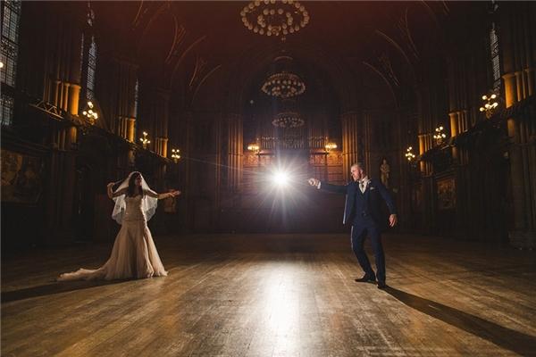 Cặp đôi này đã biến đám cưới của mình thành một thế giới phù thủy.(Ảnh: Internet)