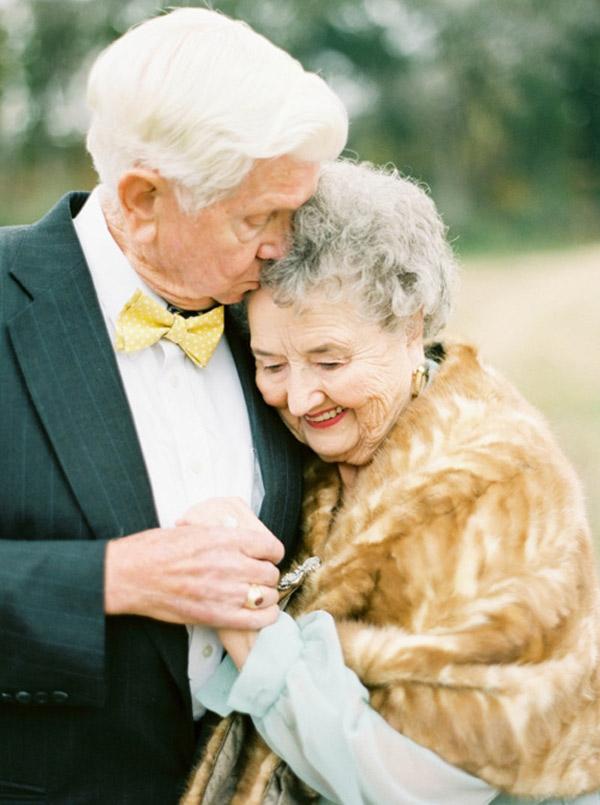 Ông bà đã nắm taycùng đi với nhau suốt hơn 60 năm qua.(Ảnh: Internet)