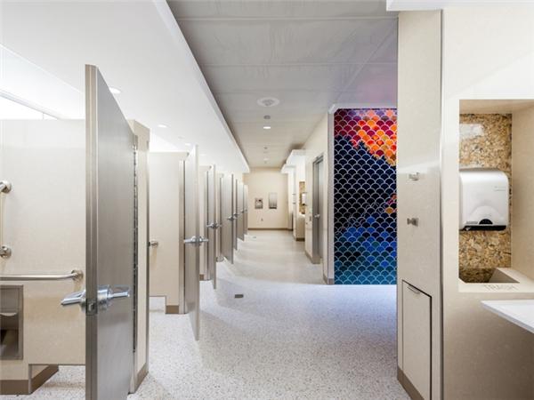 Toàn cảnh 1 trong số hơn 100 khu nhà vệ sinh tại sân bay Minneapolis-St. Paul.