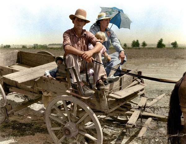 Gia đình một người nông dân trong thời kỳ đại hạn hán lịch sử ở Oklahoma, 1939.