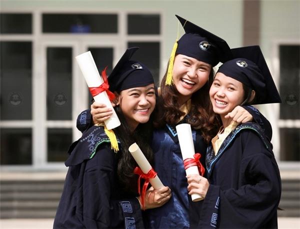 Với kiến thức vững vàng và kinh nghiệm thực tế từ khi còn trên ghế nhà trường, sinh viên ĐH Văn Hiến tự tin bước vào thực tiễn của nghề.