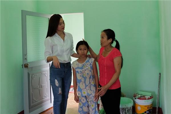 Chỉ sau vài ngày kêu gọi, Ninh Dương Lan Ngọc và bác sĩ Võ Thành Trung đã nhận được 60 triệu đồng để xây nhà cho chị Thu. - Tin sao Viet - Tin tuc sao Viet - Scandal sao Viet - Tin tuc cua Sao - Tin cua Sao