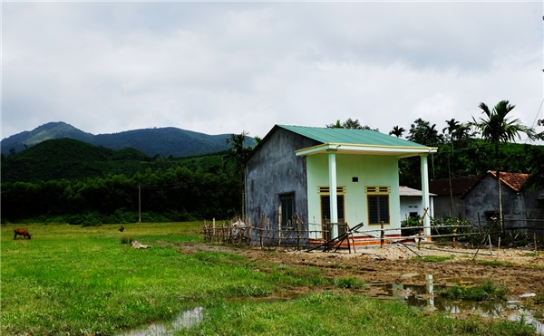 Ngôi nhà của chị Bùi Thị Thu sau khi được xây dựng hoàn chỉnh. - Tin sao Viet - Tin tuc sao Viet - Scandal sao Viet - Tin tuc cua Sao - Tin cua Sao