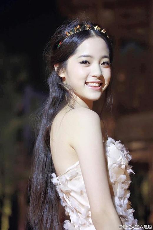 """Na Na xinh đẹp như một nàng công chúa, với ngoại hình """"tỏa nắng"""" này hứa hẹn sẽ trở thành minh tinh của làng giải trí Hoa Ngữ."""