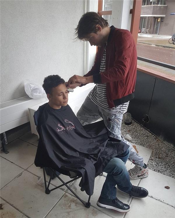 Được chỉnh sửa đầu tóc...