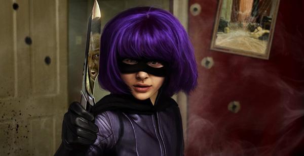 Khác với các tác phẩm siêu anh hùng thường thấy,Hit-Girl: Kick-Ass ra mắt vào năm 2010mang phong cách hài hước và khá độc đáo. Vai Hit-Girl doChloe Grace Moretz thủ diễn là nữ siêu anh hùng nhỏ tuổi nhưng nhẫn tâm, hành động quả quyết và không hềnương tayvới bọn ác. Với các tình tiết mớiđầyhấp dẫn,Hit-Girl được xem là một biểu tượng lạ của dòng phim siêu anh hùng.