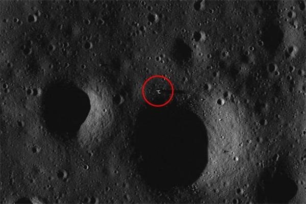 Hình ảnh mà ôngScott C Waring chụp được trên bề mặt của Mặt Trăng từ Google Maps. (Ảnh: internet)