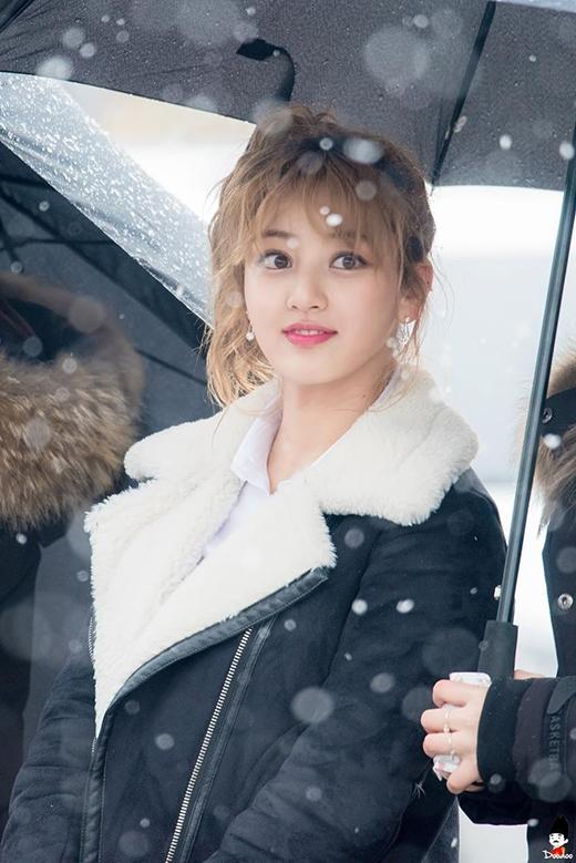 Giữa trời tuyết, cô nàng Ji Hyo khoe đôi mắt to tròntrông thật nổi bật và đáng yêu.