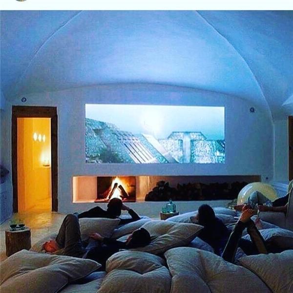 Phòng chiếu phim với gối lười thoải mái, phục vụ hết mình cho giới nhà giàu đam mê môn Nghệ thuật thứ 7.