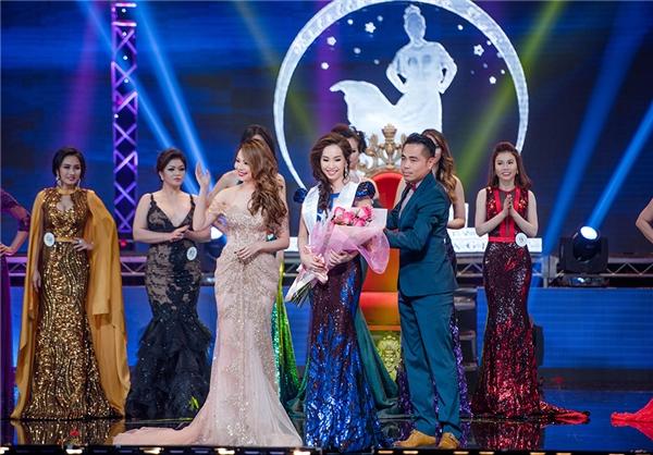 Miss Vietnam Beauty International 2016 được tổ chức quy mô tại một trung tâm hội nghị lớn tại Mỹ với sự đầu tư hoành tráng. Cuộc thi quy tụ dàn người đẹp đến từ nhiều nơi tại Hoa Kỳ. - Tin sao Viet - Tin tuc sao Viet - Scandal sao Viet - Tin tuc cua Sao - Tin cua Sao