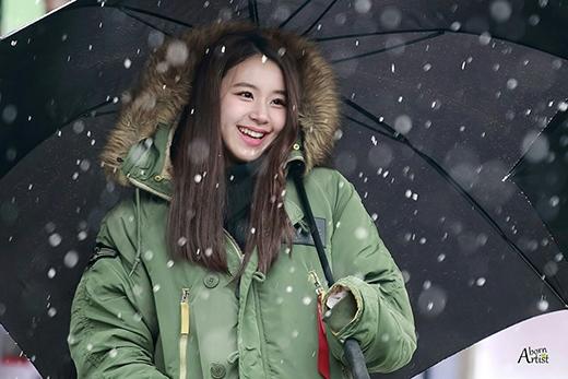 Chaeyoung rạng ngời ngắm tuyết và giao lưu cùng fan.