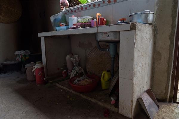 Căn nhà xây dở mà Đạt nỗ lực vay mượn để xây cho cha mẹ ở quê nhà.