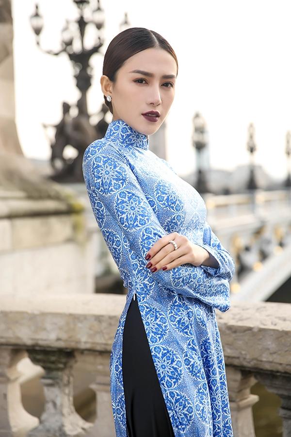 Trong chuyến đi này, ngoài việc xem show, Lê Hà và ekip còn dành nhiều thời gian để làm việc, chụp một số bộ ảnh thời trang để giới thiệu đến khán giả quê nhà. Cô kỳ vọng hình ảnh của bản thân tại trời Tây sẽ khiến khán giả hài lòng.