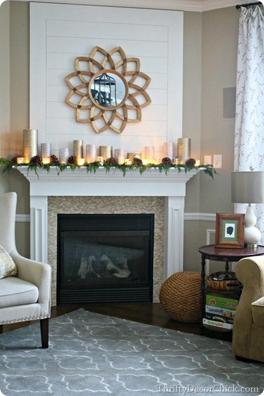 Hãy đặt những chiếc lọ và đèn kim loại xen kẽ vài ngọn nến để tạo nên không gian ấm cúng cho gian phòng.
