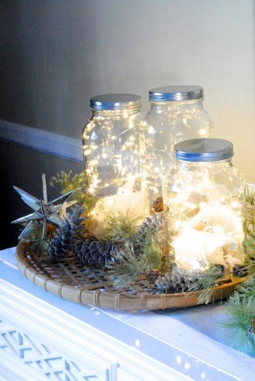 """Hãy tận dụngnhững dây đèn li ti lấp lánh để chovào vài chiếc lọ có sẵn ở nhà thay vì vứt chúng đi. Những vật dụng tưởng như """"hết hạn sử dụng"""" này hóa ra lại nhiều công dụng hơn bản tưởng đấy nh"""