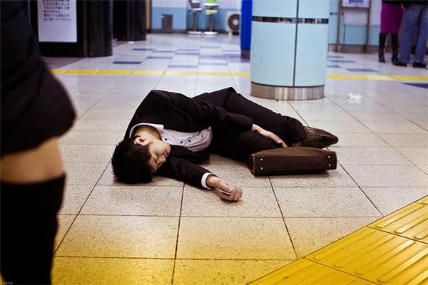 Theo một nghiên cứu gần đây của chính phủ Nhật Bản thì cứ 5 người lao động có một người có nguy cơ làm việc đến chết.