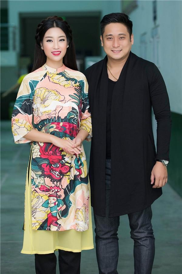 Cùng ngồi ghế giám khảo với Mỹ Linh còn có diễn viên Hồng Đăng, danh hài Xuân Bắc, MC Thảo Vân, diễn viên Khắc Tiệp.