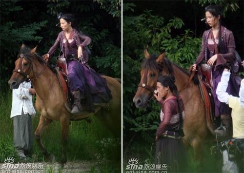 """Trong Vua Kungfu, cảnh của Lưu Diệc Phi đã sử dụng ngựa thật nhưng người cưỡi ngựa chỉ là """"thế thân"""" của cô."""