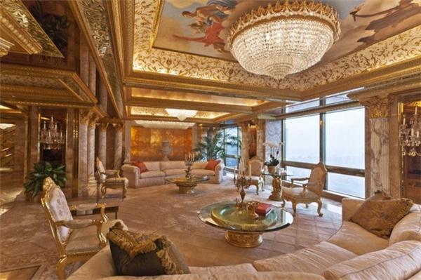 Có thể hiểu lý do Barron không muốn chuyển đến sống ở Nhà Trắng, đó làvì căn phòng hiện tại của cậu đã trông không khác gì cung điệnVersailles với các bức tường dát vàng và đồ nội thất đắt giá.