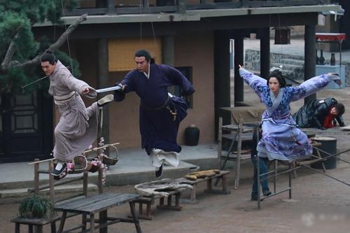Cảnh đấu võ trên không của dàn diễn viên Tần thời Minh Nguyệt đều có sự hỗ trợ của dây cáp.