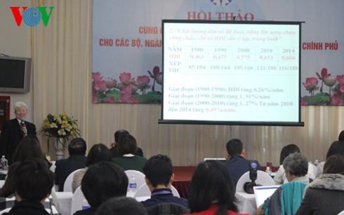 GS.TS Nguyễn Đình Cửphát biểu trong hội thảo.