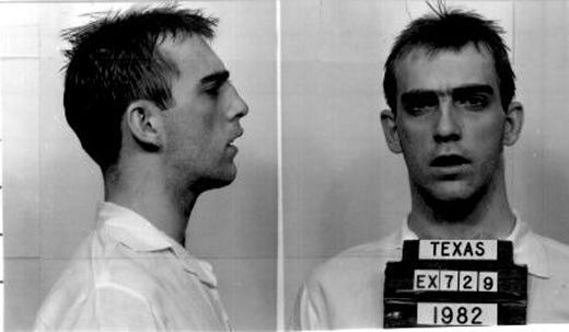 Johnny Garrett sau khi bị bắt.