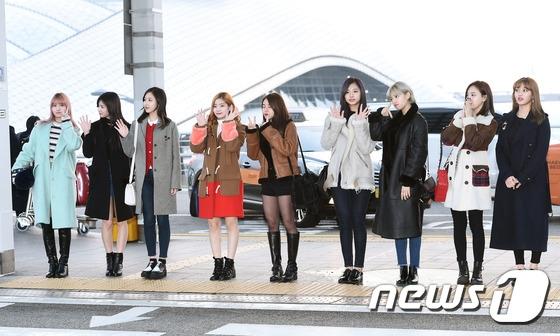 Park Bo Gum, Kim Yoo Jung, Taeyeon cùng dàn sao Kpop