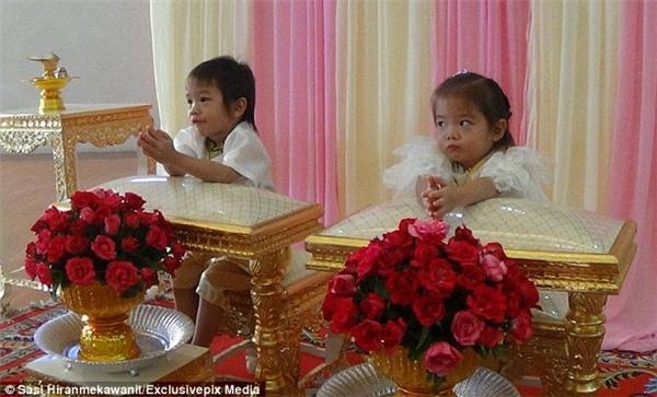 Cô dâu chú rể nhí trong hôn lễ tại địa phương