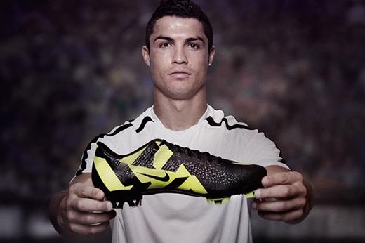 Sự việc có vẻ căng thẳng khi Cristiano Ronaldo bị các nhà báo đồng loạt tố cáo trốn thuế.