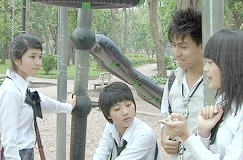 Bộ phim sitcom dành cho tuổi teen Bộ tứ 10A8 nói về những câu chuyện đời thường xoay quanh một nhóm bạn trẻ.
