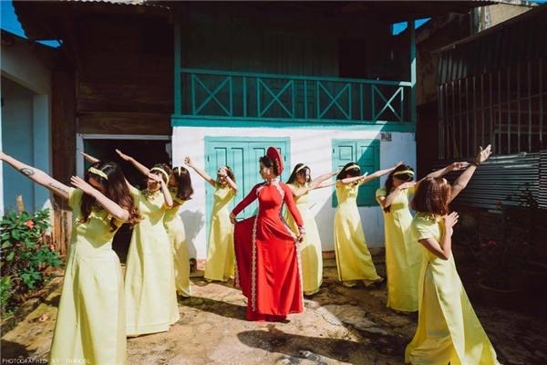 Dù các chị em có diện loại áo dài gì đi chăng nữa,(Ảnh: Internet)