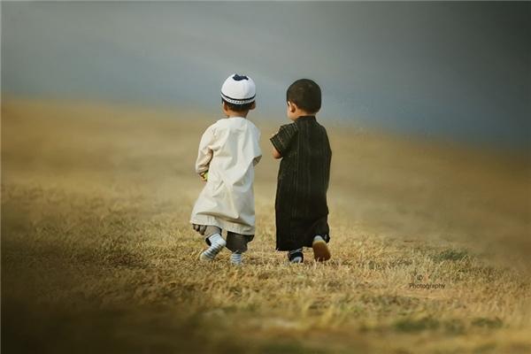 Ai cũng có một tuổi thơ đáng nhớ bên người những bạn từ thuở lọt lòng thế này. Đừng đánh mất nó dù thời gian có thay đổi cuộc sống bạn thế nào đi chăng nữa.