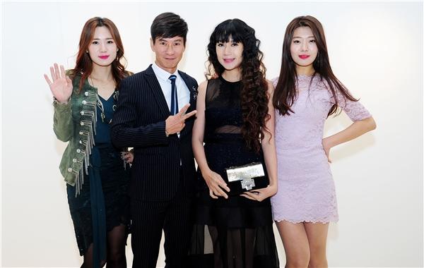 Tiếp theo là giải thưởng Korea Culture & Global Entertainment Awards 2016 dành cho bộ phim Lật mặt 2khi Lý Hải phải vượt qua những đối thủ nặng kíđến từ các nước trong khu vực để giành giải Đạo diễn xuất sắc nhất châu Ádo Tổng Hiệp hội Nhà báo và Hiệp hội Giải trí của Hàn Quốc trao tặng. - Tin sao Viet - Tin tuc sao Viet - Scandal sao Viet - Tin tuc cua Sao - Tin cua Sao