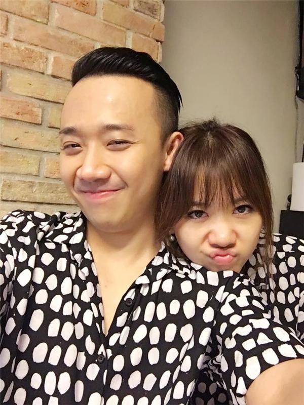 Mặc kệ tin đồn đám cưới, Hari Won và Trấn Thành vẫn có những cử chỉ thân mật. - Tin sao Viet - Tin tuc sao Viet - Scandal sao Viet - Tin tuc cua Sao - Tin cua Sao