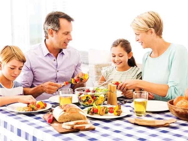 Chẳngđâu bằng bữa cơm sum họp dobàn tay mẹ làm. (Ảnh: Familyfoodworks)