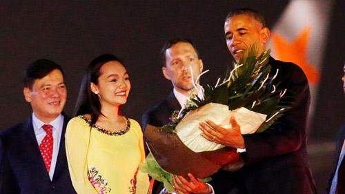 Mỹ Linh là cô gái trẻ có vinh dự được đón tiếp tổng thống Mỹ Barack Obama.