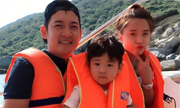 Trước đây, diễn viên Thành Đạt đã nhiều lần chia sẻ ảnh bạn gái mới và con trai đi chơi cùng nhau. - Tin sao Viet - Tin tuc sao Viet - Scandal sao Viet - Tin tuc cua Sao - Tin cua Sao