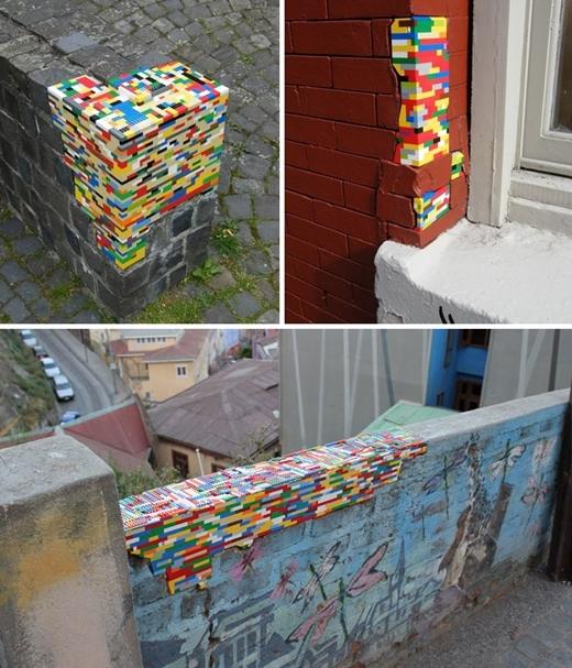 Nghệ thuật được tạo nên khi người ta dùng đồ chơi ráp hình để lấp đầy những mảng vỡ trên tường nhà.
