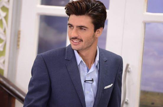 """Bức ảnh """"hot boy bán trà"""" đã giúpArshad Khanbước chân vào ngành công nghiệp thời trangvà trở thành người mẫu."""