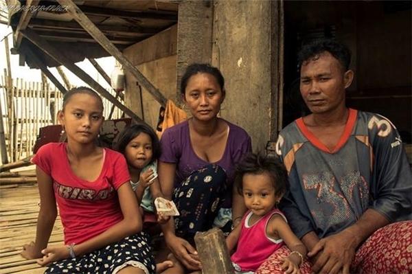 Rita Gaviola là một cô bé 13 tuổi gia đình nghèo khótại Philippines không được đến trườngvà đi ăn xin.