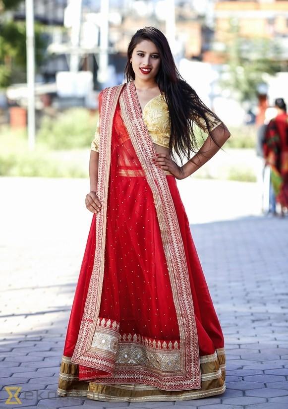 Cô nàng nhận được sự quan tâm đông đảo của giới truyền thông Nepal và đượcmời làm người mẫu ảnh.