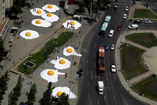 Bức ảnh chụp tại Chile ngày 08/11/2016 với những quả trứng chiên khổng lồ khi đứng nhìn từ trên cao