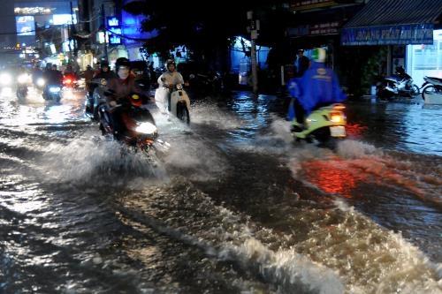 Tối nay 12/12, áp thấp nhiệt đới vào bờ, TP.HCM gánh chịu đợt mưa lớn