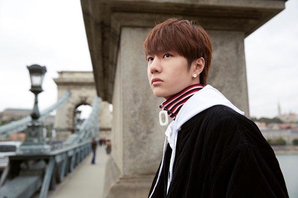 Vương Nhất Báclà thành viên của nhóm nhạc Hàn - Trung UNIQ.