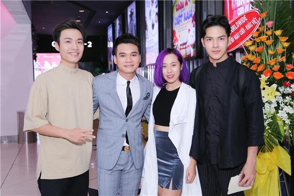 Các thành viên trong team Khắc Hưng:Anh Duy – Huyền Sambi - Tin sao Viet - Tin tuc sao Viet - Scandal sao Viet - Tin tuc cua Sao - Tin cua Sao