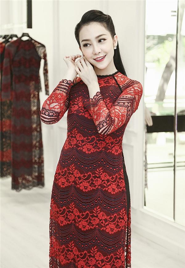Phớt lờ chồng cũ kiện, Linh Nga tất bật đi sắm áo dài đón Tết