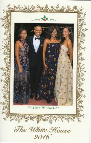 Hình ảnh gia đình ông Obama tươi cười trên tấm thiệp giáng sinh của Nhà Trắng. (Ảnh: Huffingtonpost)