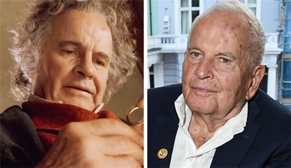 Bilbo Baggins (Ian Holm): Trong suốt sự nghiệp, nam diễn viên 85 tuổi tham gia hơn 110 vai diễn lớn nhỏ khác nhau, được nhớ nhất có lẽ là Bilbo Baggins. Ông được phong tước Hiệp sĩ vào năm 1998.