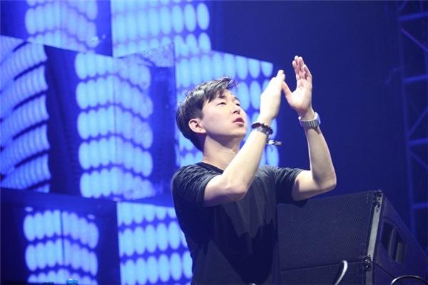 DJ Justin Oh đến từ Hàn Quốc.